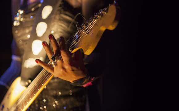 Boka Gitarr Gitarrist musik.jpeg