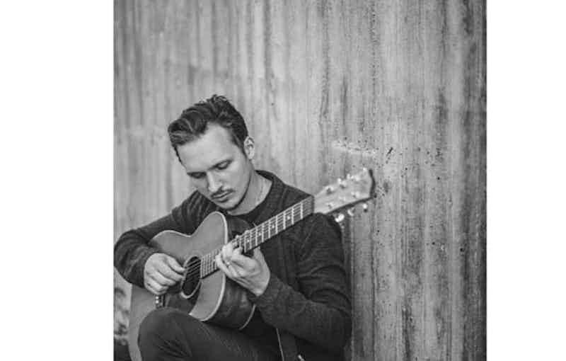 Boka en sångare och gitarrist till ditt bröllop dop.JPG