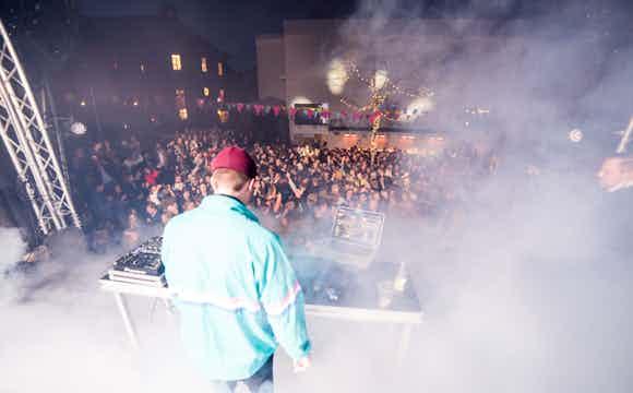 DJ+DJ till din företagsfest, Dj till ditt bröllop.jpg