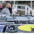 Boka Vinyl DJ till din till din firmafest