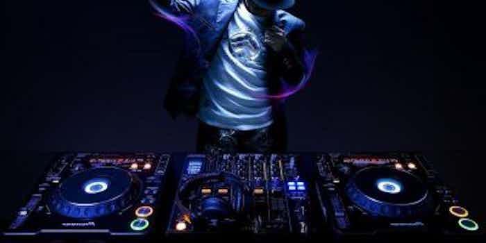 DJ boeken huren bruiloft verjaardagsfeest.JPG