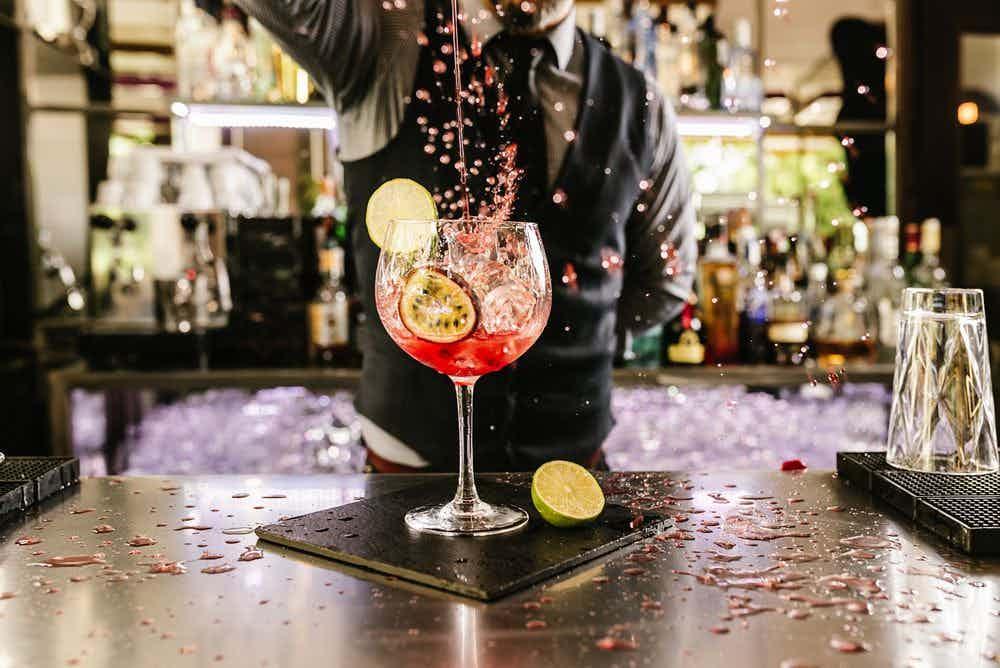 cocktail-barman-mixen-2