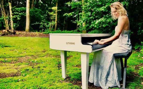female-singer-pianist-london.jpg